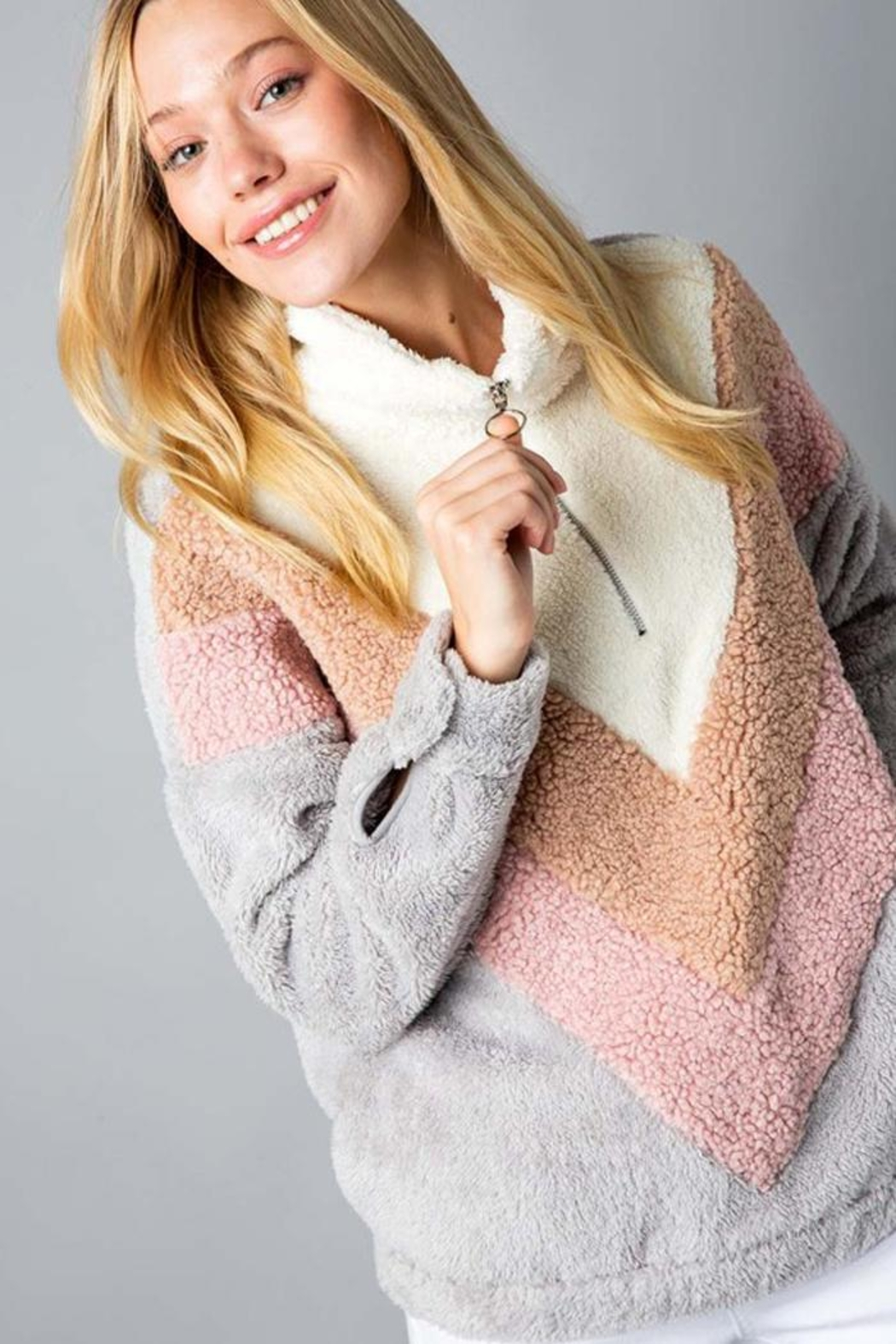 &merci Color Block Chevron Sherpa Faux Fur Pullover Jacket - Back Cropped Image