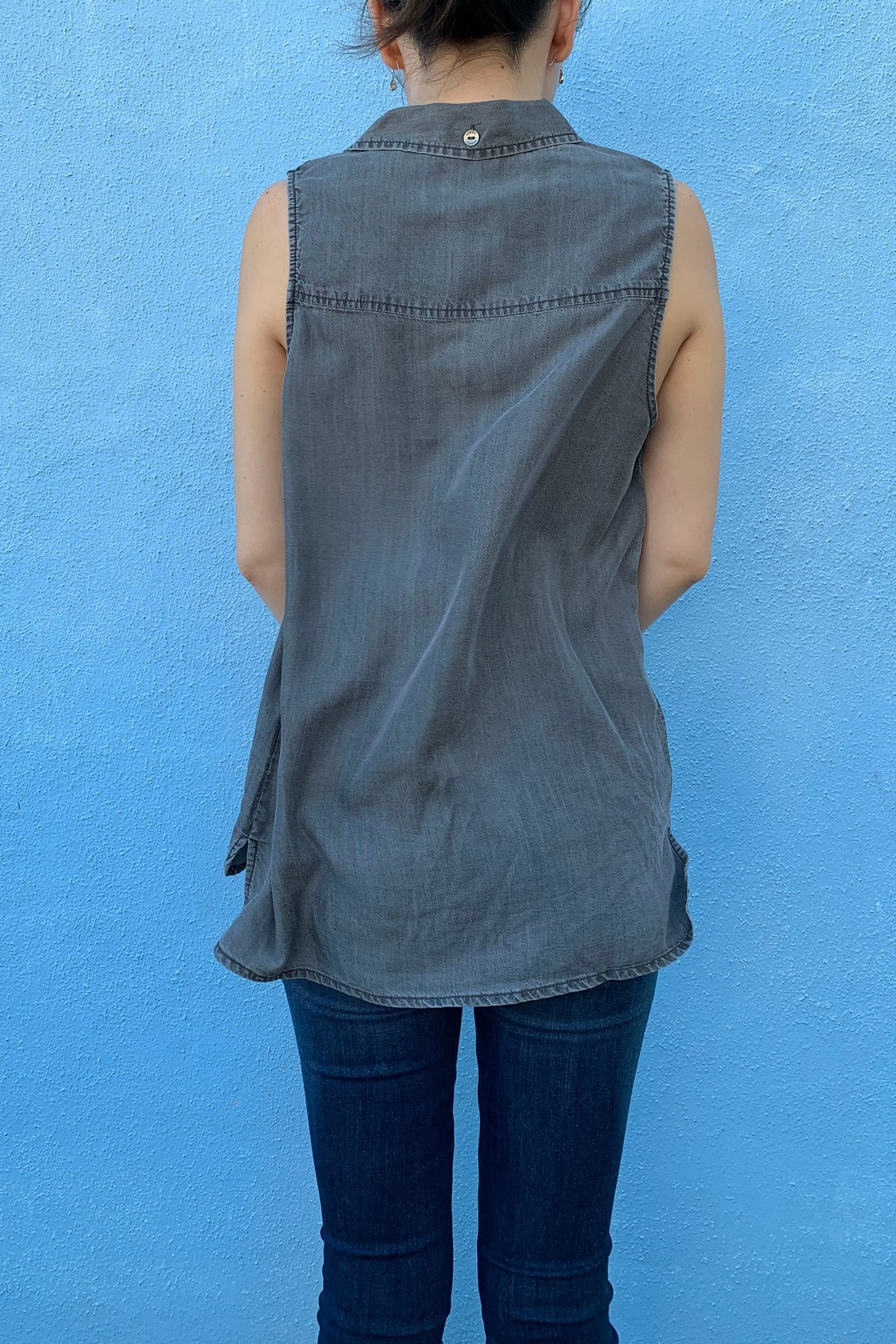 1250 c Sleeveless Button Down - Side Cropped Image
