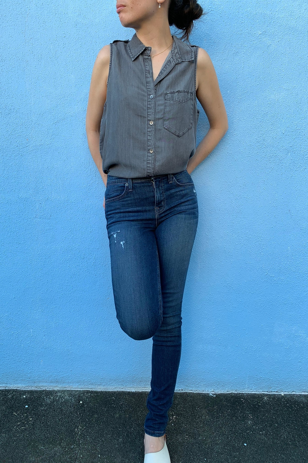1250 c Sleeveless Button Down - Back Cropped Image