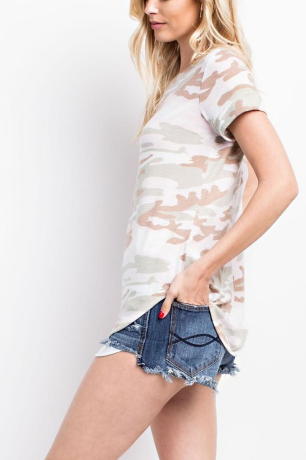 143 Story Camo Cut-Out-Back Tee - Side Cropped Image