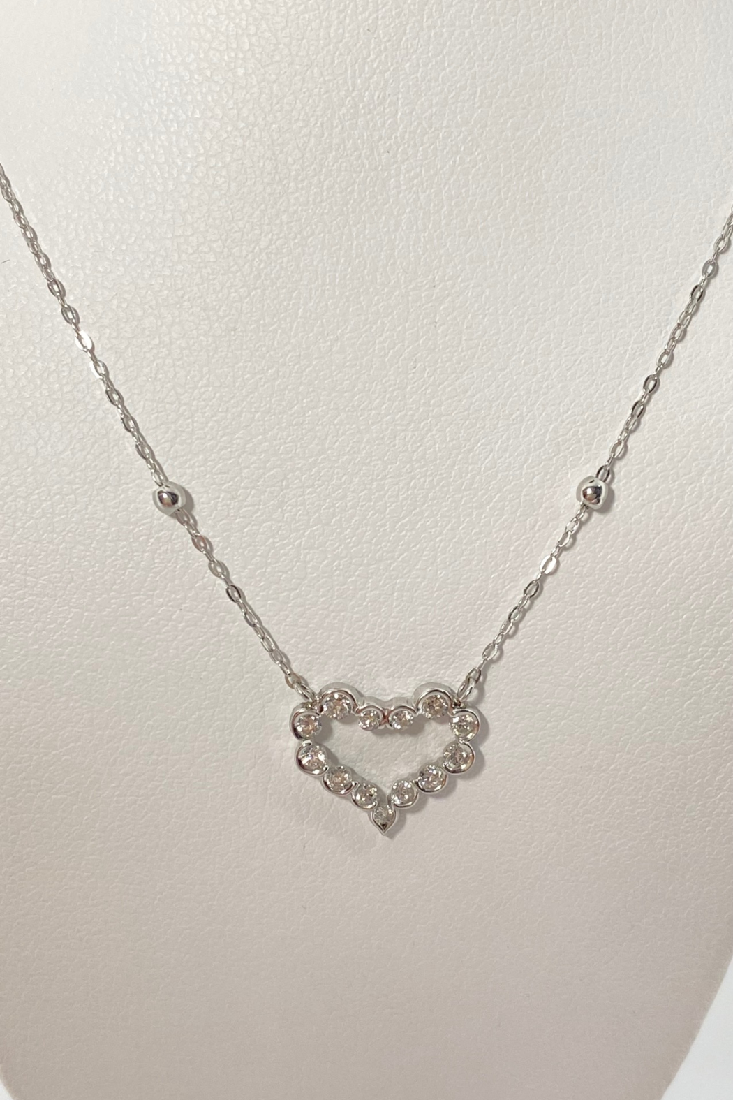 ... 18kt White Gold Diamond Necklace - Front Full Image
