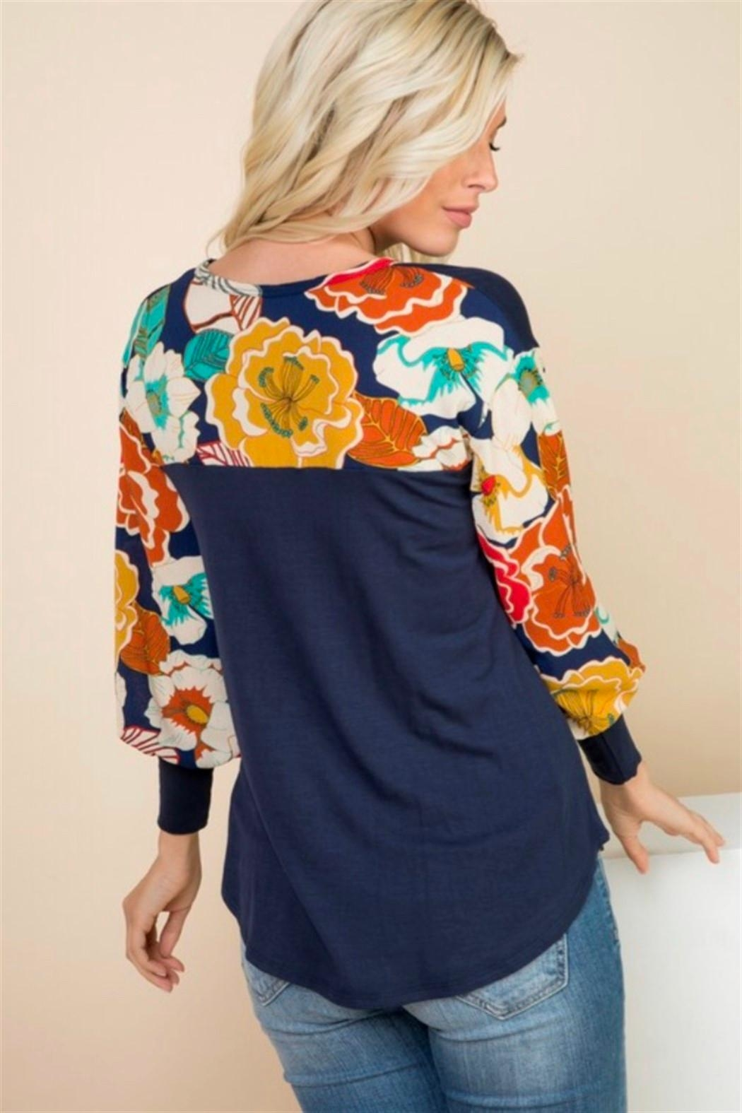 1 Mad Fit Floral Sleeve Top - Back Cropped Image