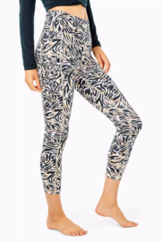 """Lilly Pulitzer  24"""" Weekender High Rise UPF 50+ - Side cropped"""