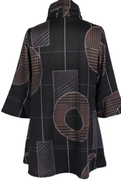 Damee 3/4 sleeve, black tunic with design - Alternate List Image