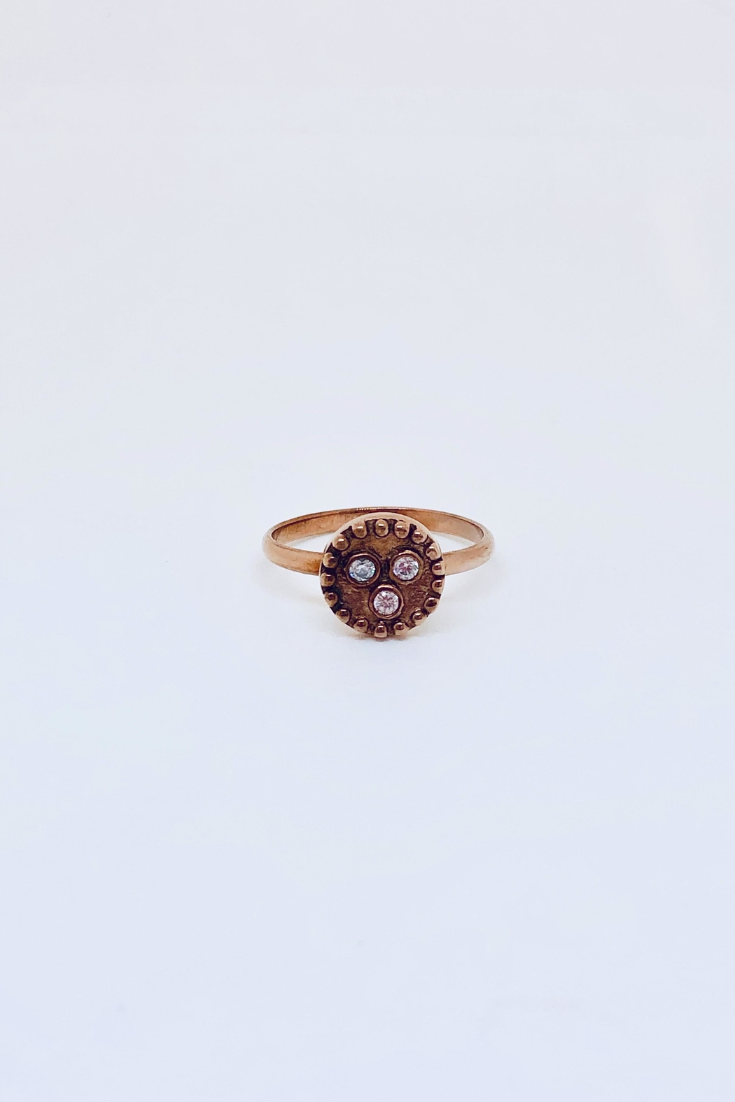Abeja 3 Stud Ring - Front Cropped Image