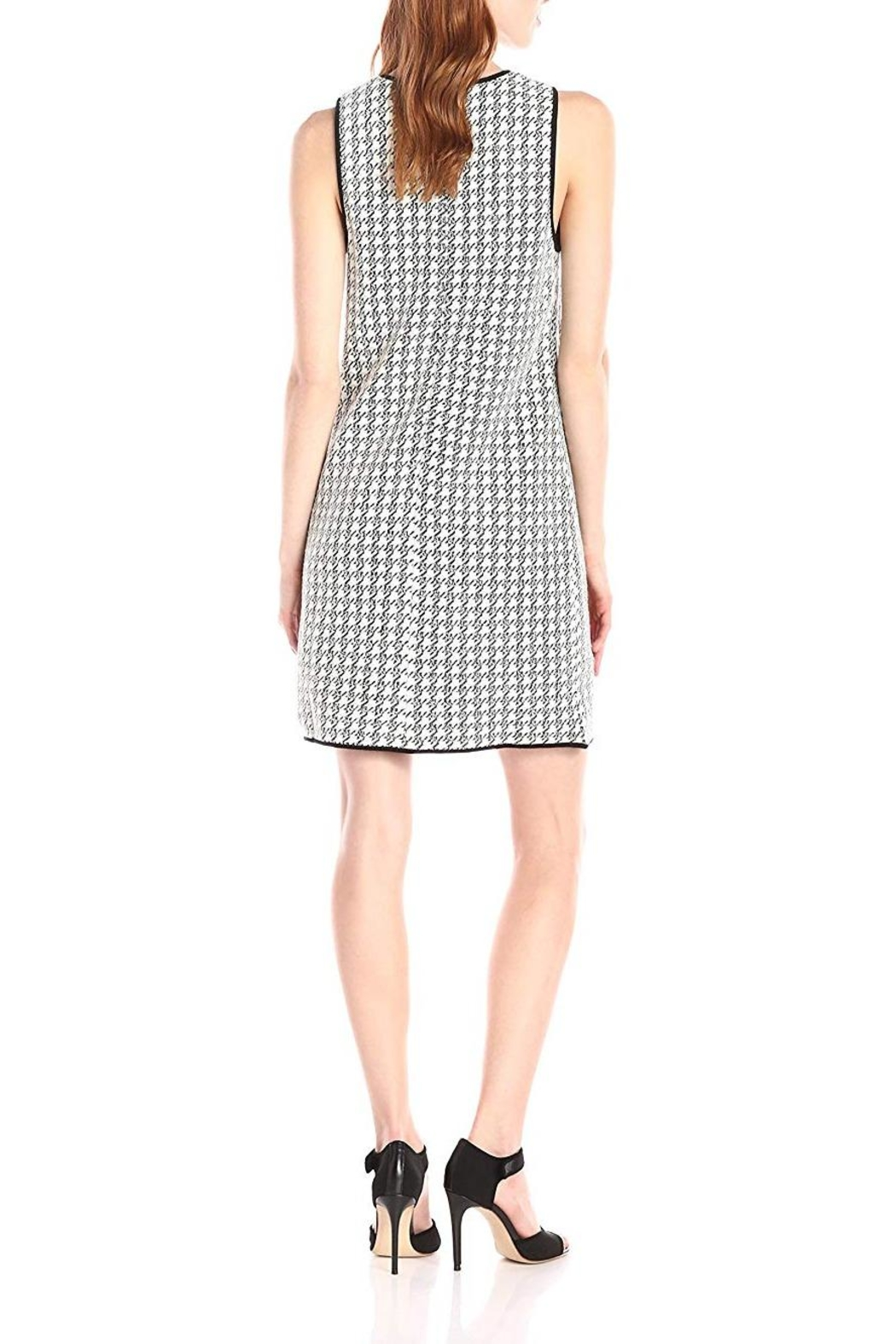 4.Collective Peggie Houndstooth-Shift Dress - Side Cropped Image