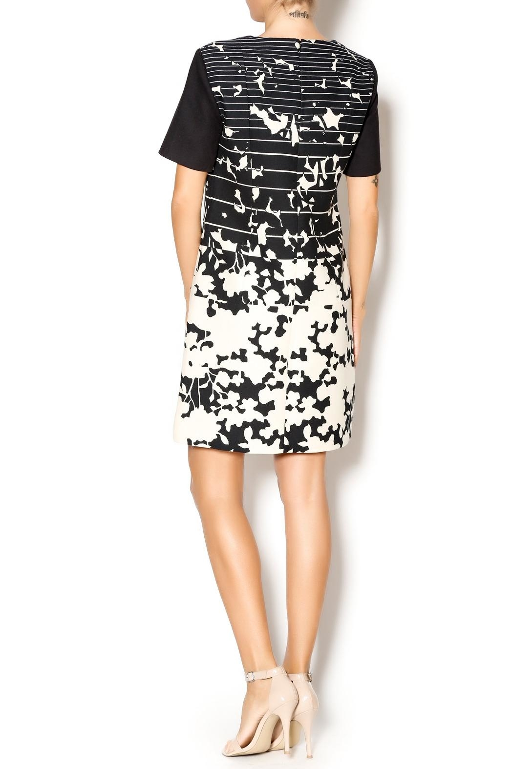 4.Collective Short-Sleeve Printed Dress - Side Cropped Image