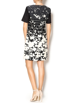 4.Collective Short-Sleeve Printed Dress - Alternate List Image