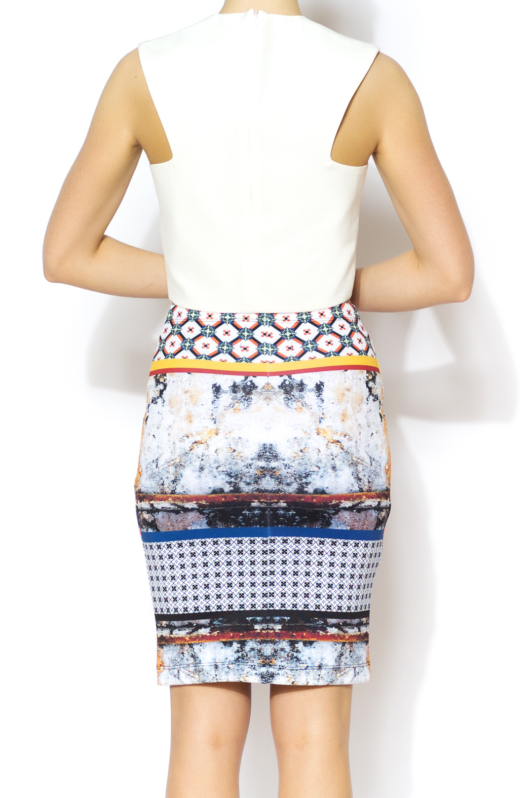 BLQ MKT White Rounded Crop - Back Cropped Image