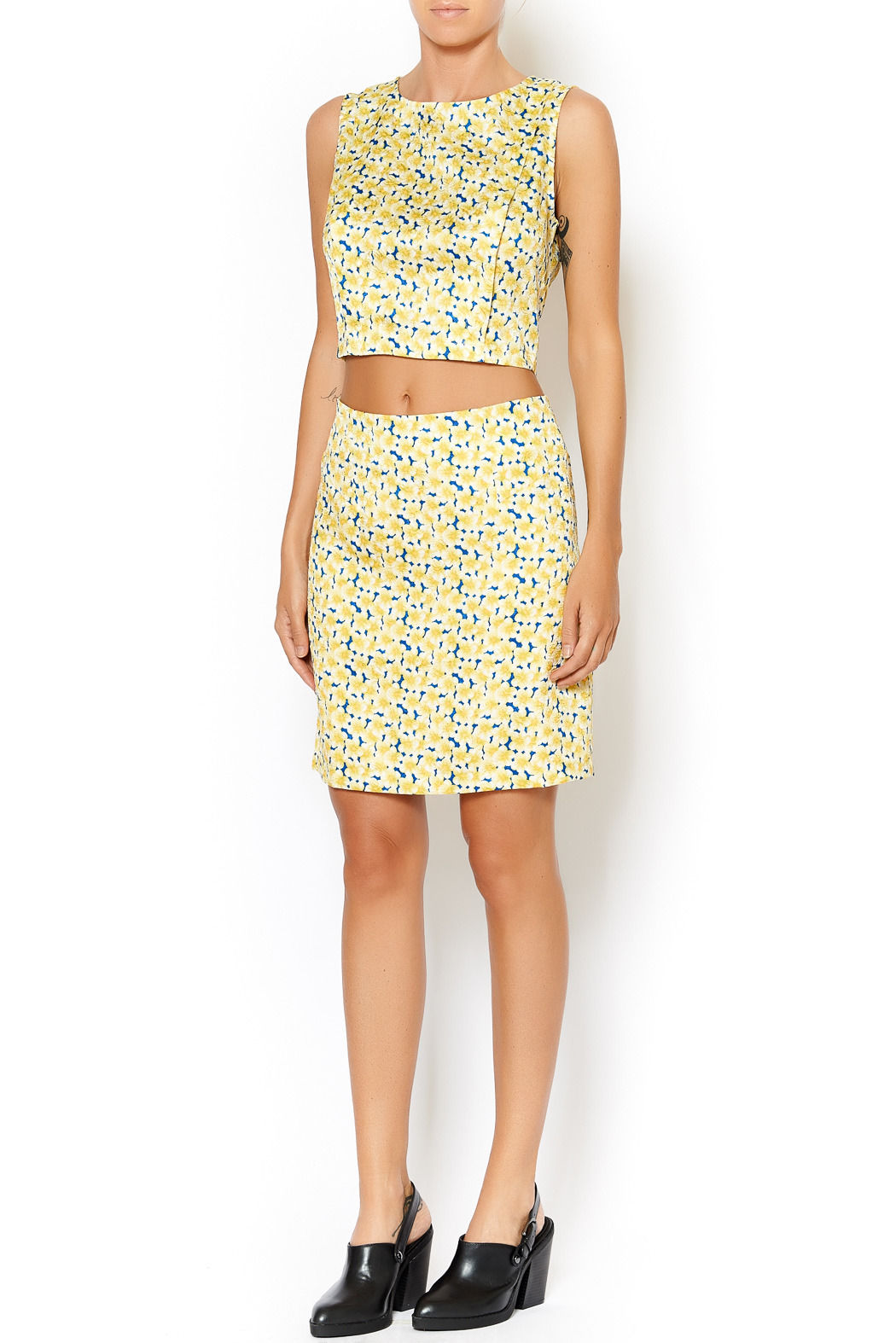 I. Madeline Yellow Daisy Crop Top - Side Cropped Image