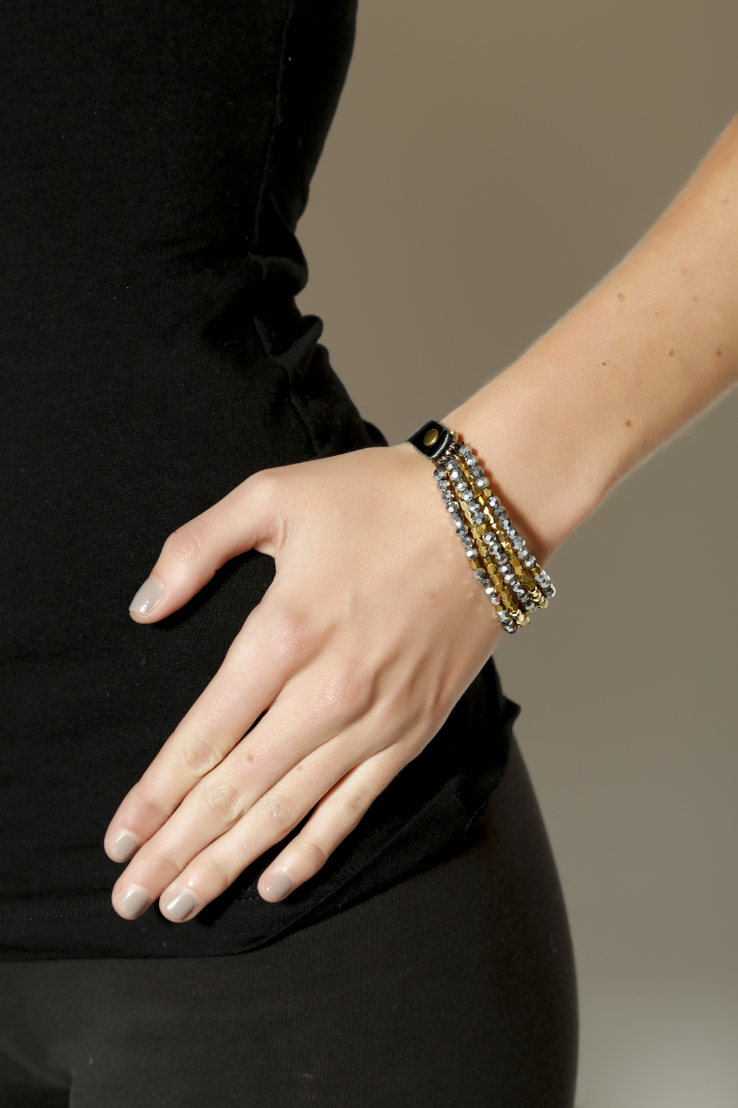 KTCollection Leather Layers Bracelet - Back Cropped Image