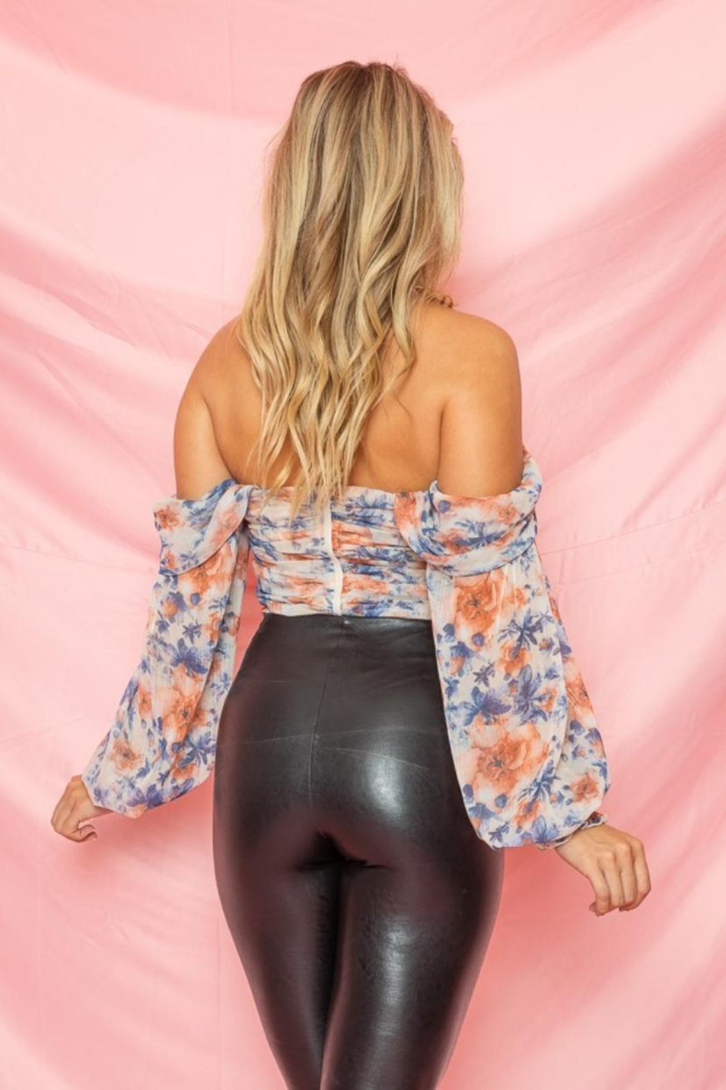 A Peach Floral Ruched Top - Side Cropped Image