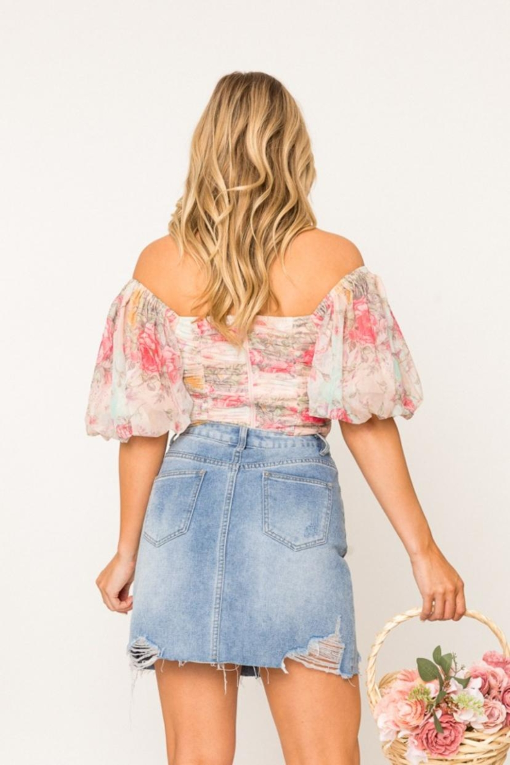 A Peach Off-Shoulder Floral Top - Side Cropped Image