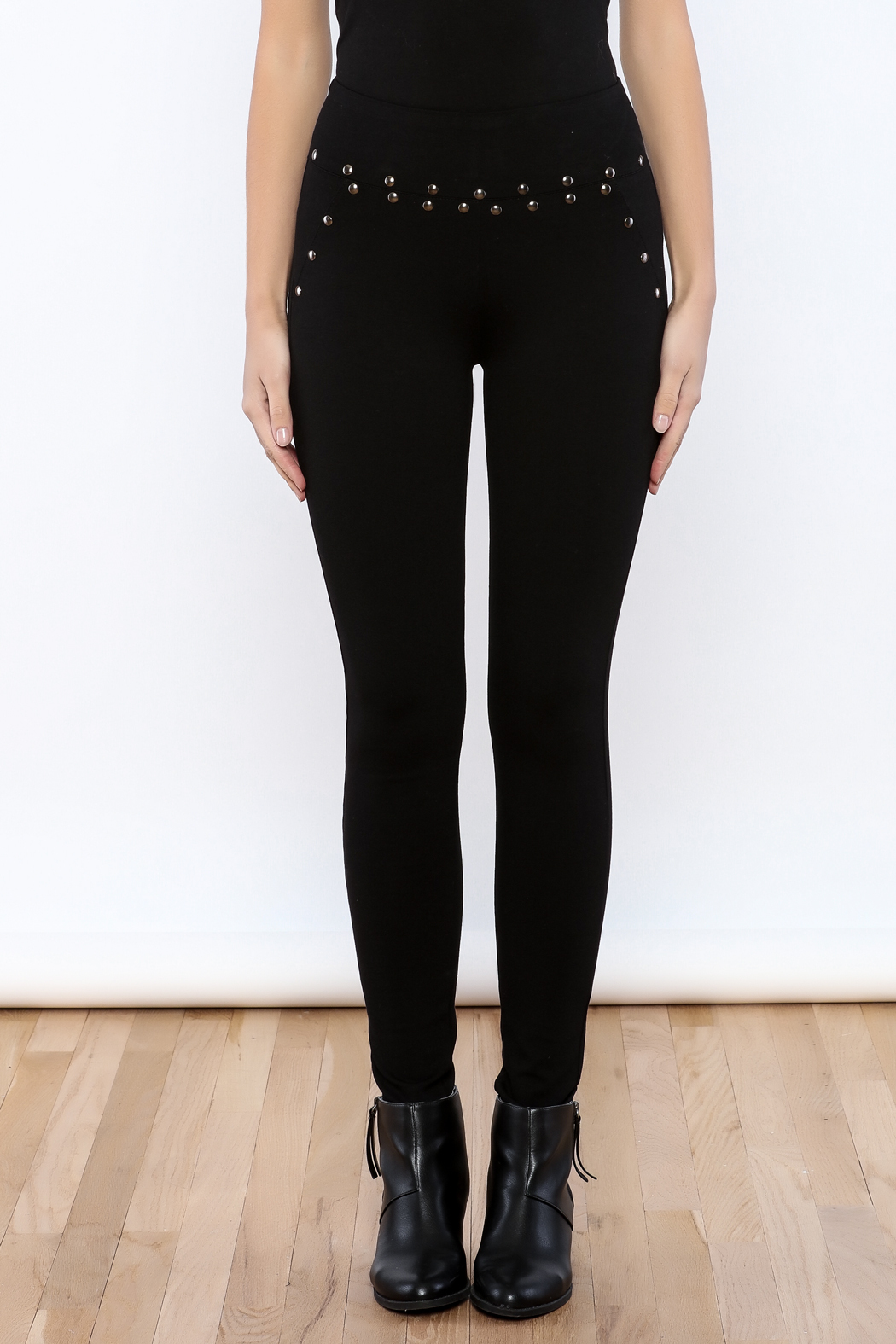Active Studded Fitted Leggings - Side Cropped Image