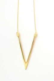 Abeja Adami V Necklace - Front cropped