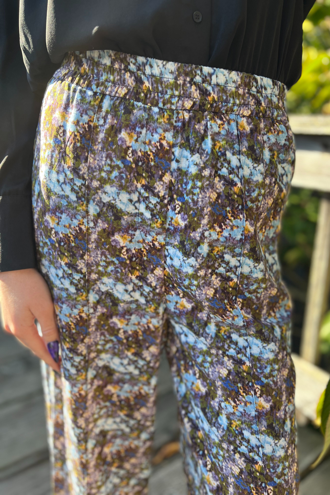 FRNCH Adixia Floral Pants - Side Cropped Image