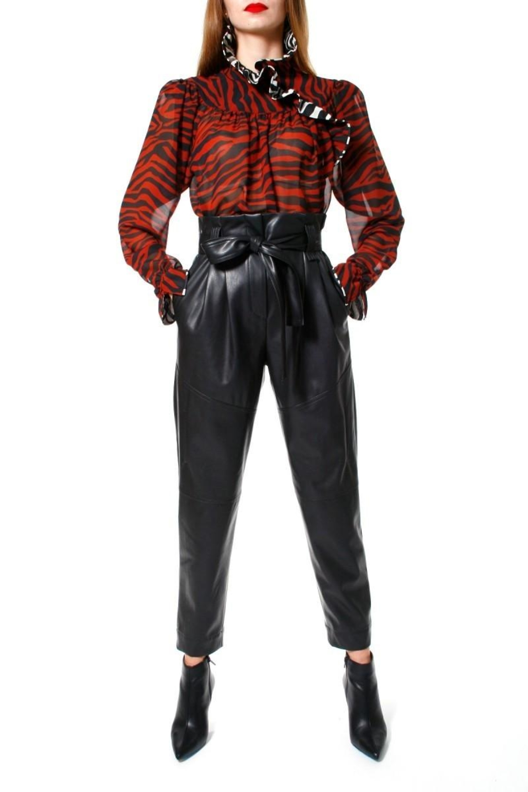 AGGI Pants Carrie Cynical Black - Side Cropped Image