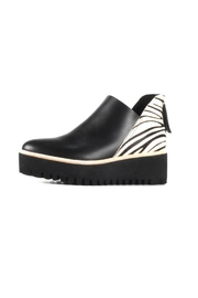 All Black Tread Jungle - Front cropped