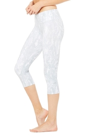 ALO Yoga Airbrush Capri - Front full body