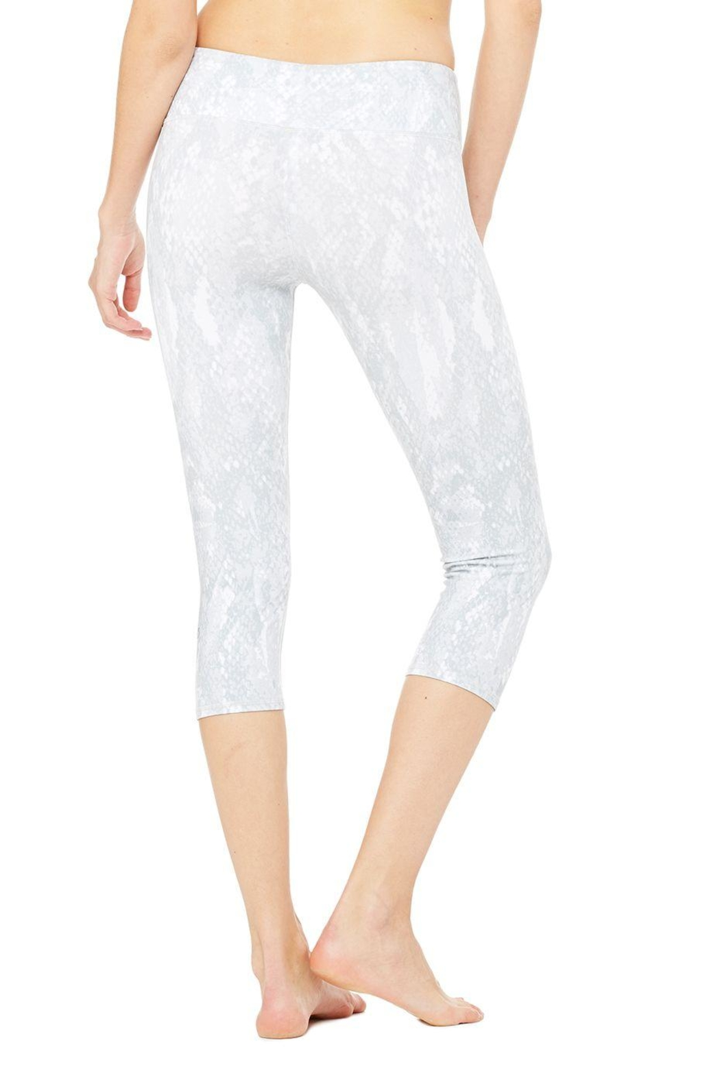 ALO Yoga Airbrush Capri - Side Cropped Image