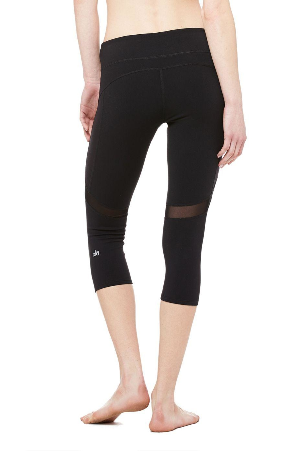 ALO Yoga Curvature Capri - Side Cropped Image