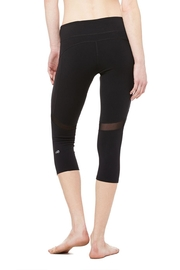 ALO Yoga Curvature Capri - Side cropped