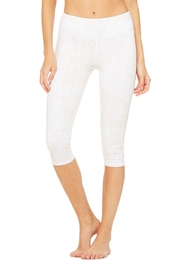 ALO Yoga Patterned Airbrush Capri - Front cropped