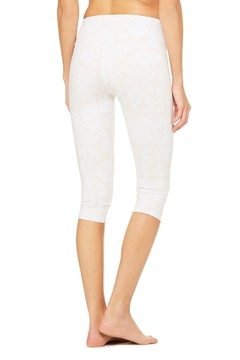 ALO Yoga Patterned Airbrush Capri - Alternate List Image