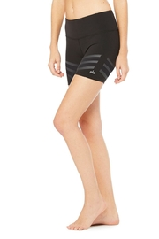 ALO Yoga Vera Short - Side cropped