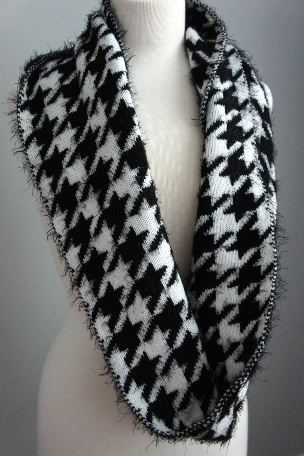 alpha & omega Houndstooth Sweater Scarf - Front Cropped Image