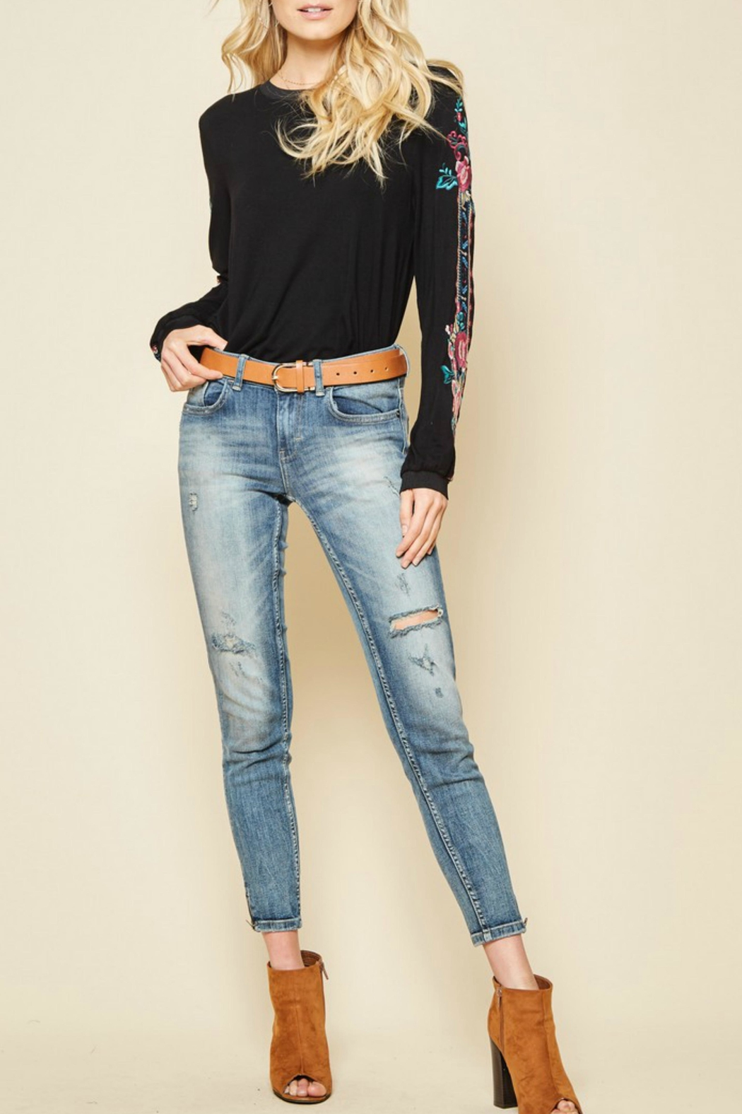 Andree by Unit Embroidered Sleeved Top - Side Cropped Image