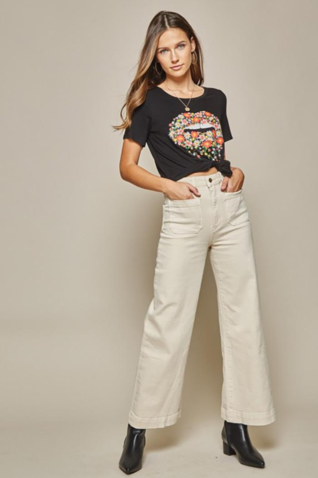 Andree by Unit Graphic Tee Lips - Back Cropped Image