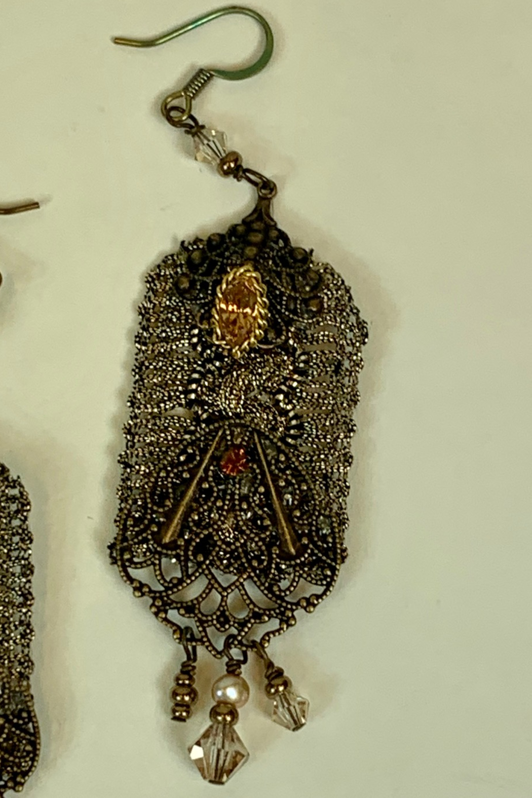 Dominique ANTIQUE EARRING - Side Cropped Image