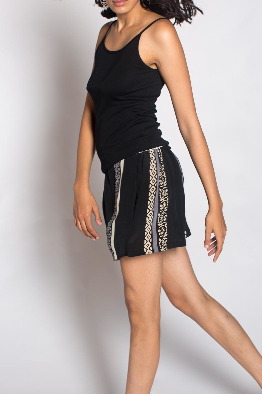Anupamaa Crop Short Black - Back Cropped Image