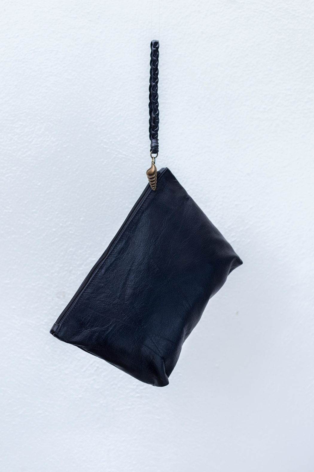 Areias Leather Black Clutch - Front Full Image