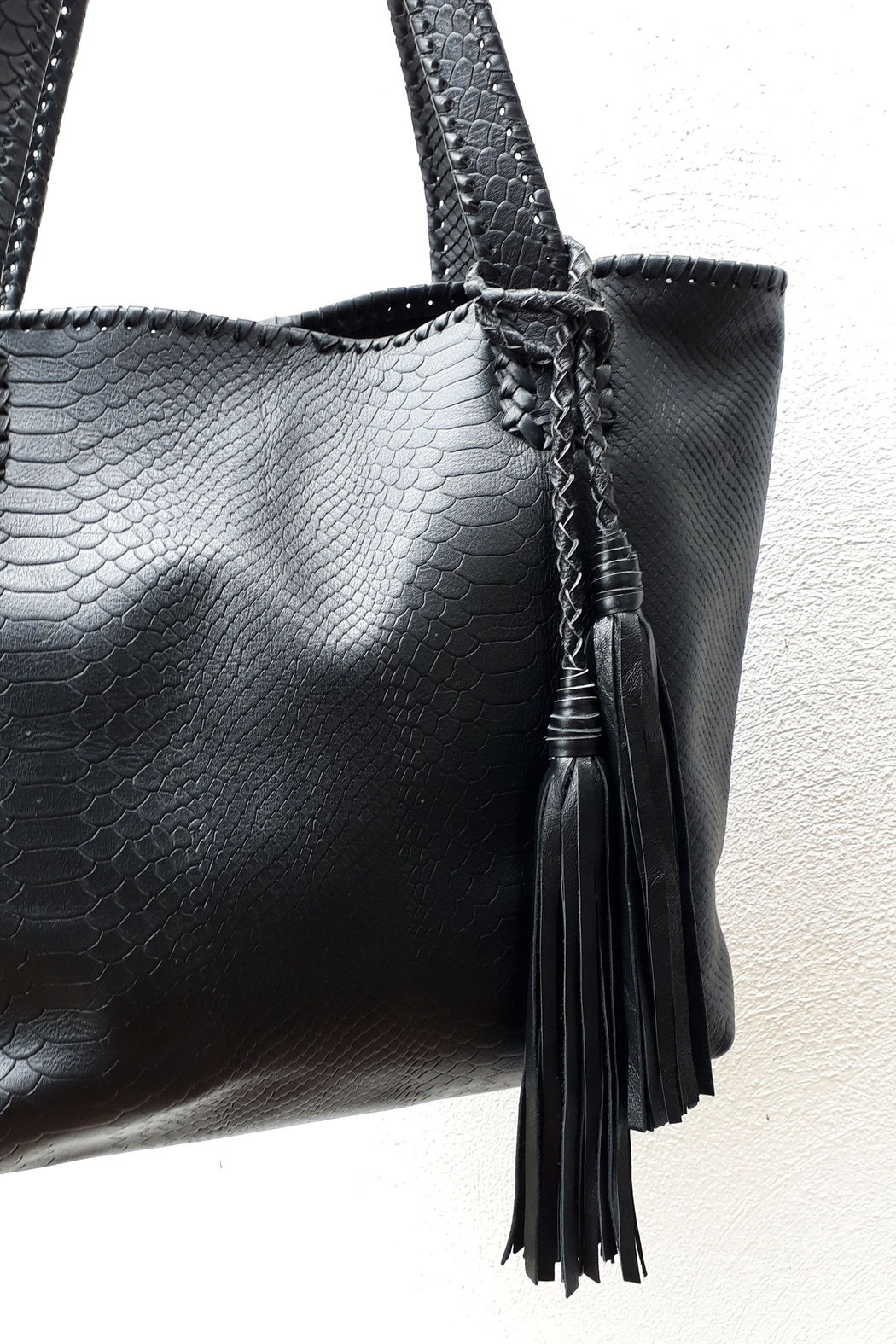Areias Leather Black Tote Bag - Side Cropped Image