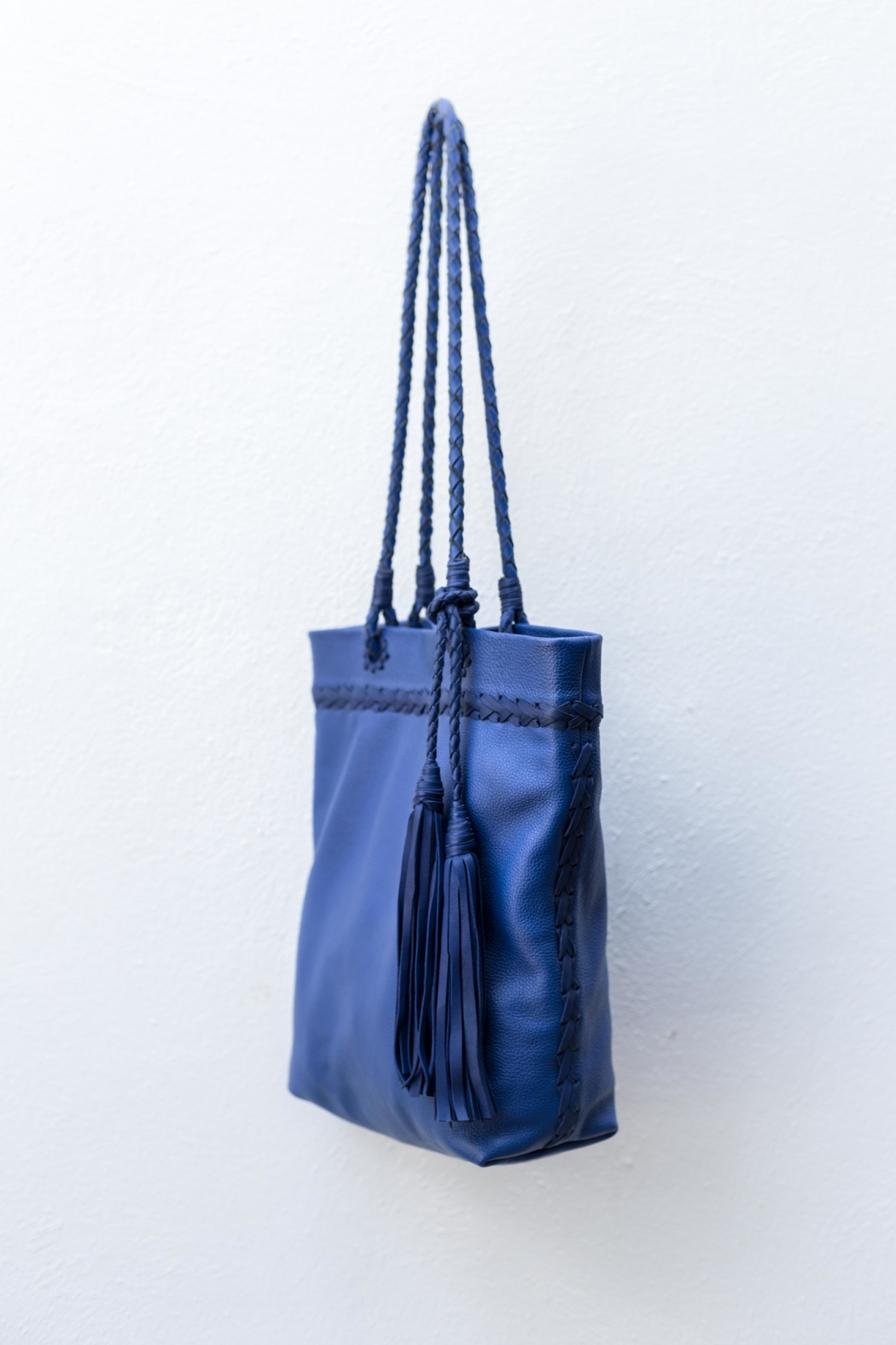 Areias Leather Blue Leather Shoulder-Bag - Front Full Image