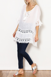SCANDAL Art White Linen & Lace & Fringe Tunic - Side cropped