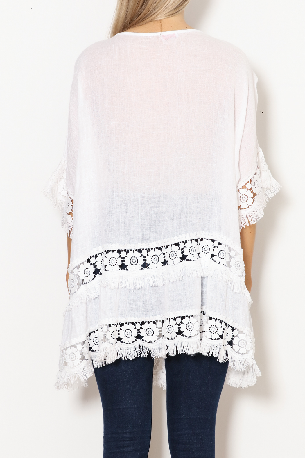SCANDAL Art White Linen & Lace & Fringe Tunic - Back Cropped Image