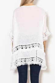 SCANDAL Art White Linen & Lace & Fringe Tunic - Back cropped