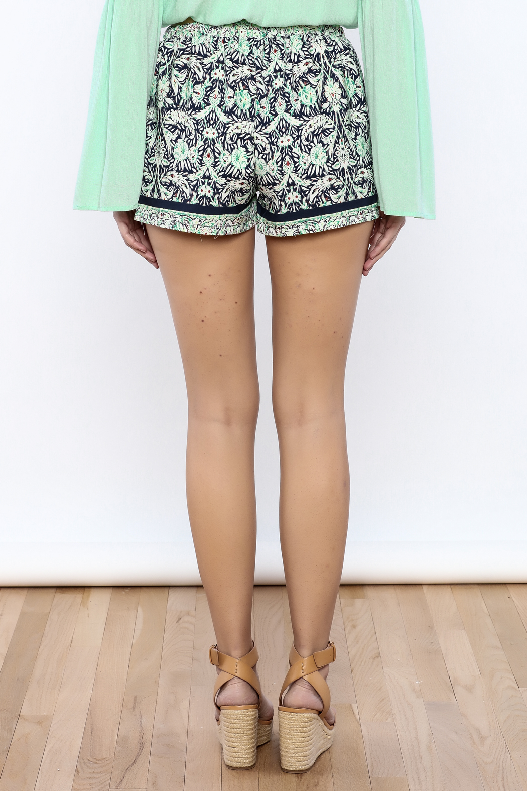 Bacio Printed Shorts - Back Cropped Image