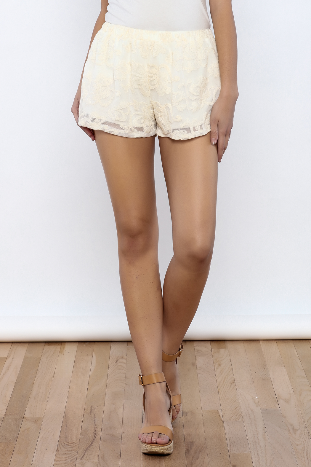 Bacio Lace Shorts - Front Cropped Image