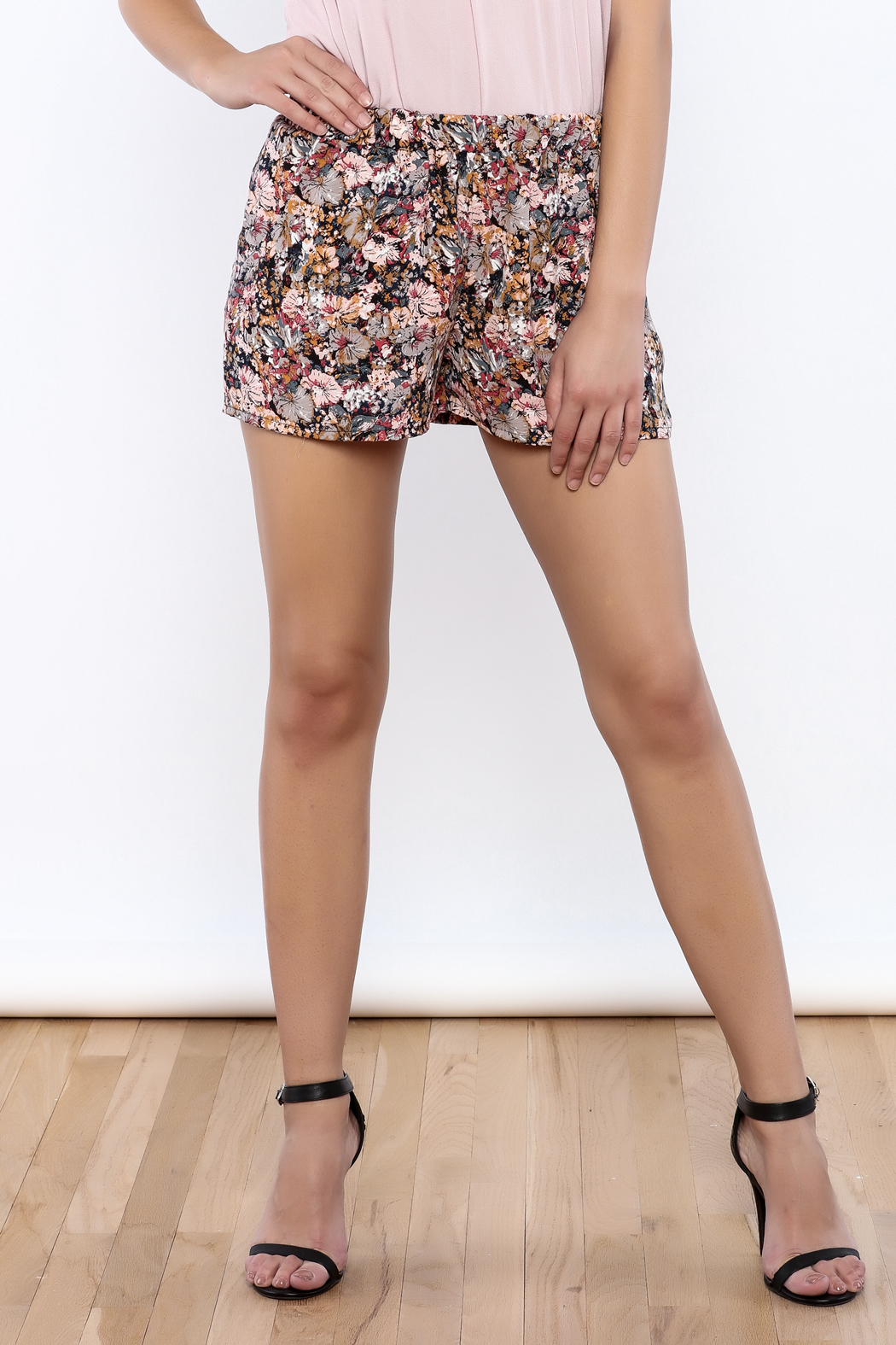 Bacio Multicolor Floral Shorts - Front Cropped Image