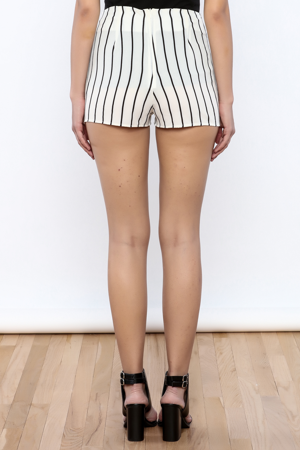 Bacio Stripe Pattern Shorts - Back Cropped Image