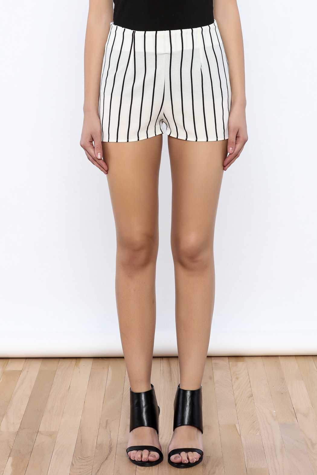 Bacio Stripe Pattern Shorts - Side Cropped Image