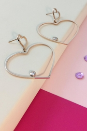 Balangandãs Dangle Heart Earrings - Front cropped