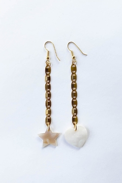 Aioty Bali Earrings Shell - Alternate List Image