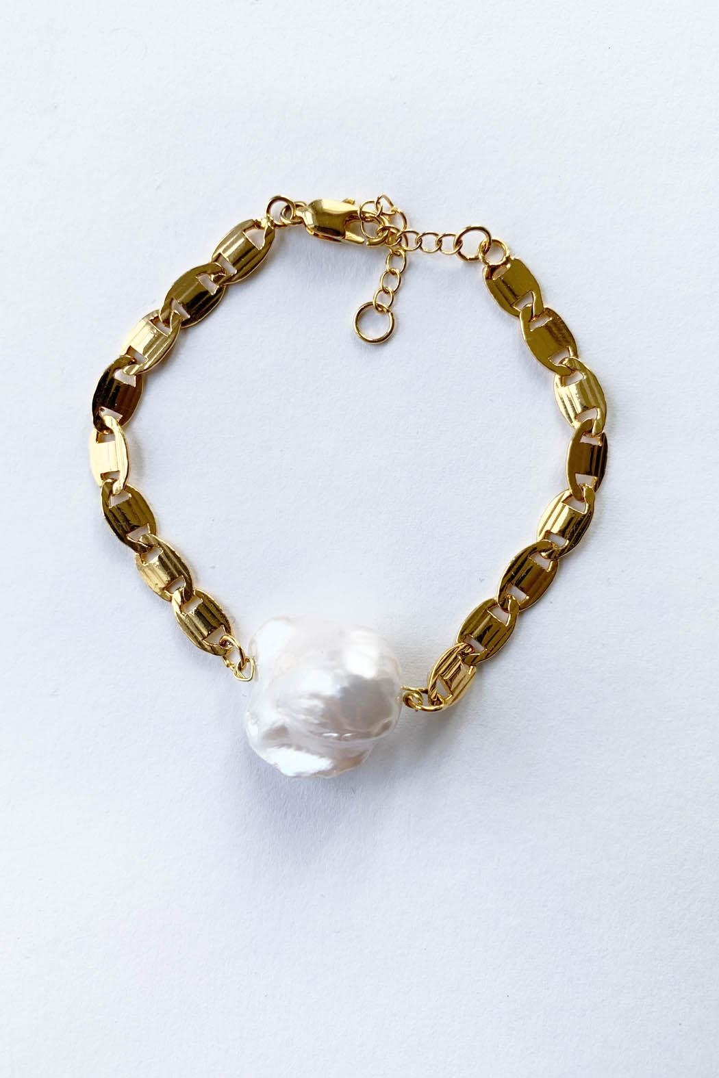 Aioty Bali Pearl Bracelet - Front Cropped Image