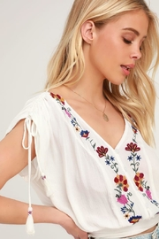 Band Of Gypsies Puerto-Rico Embroidered Crop-Top - Back cropped