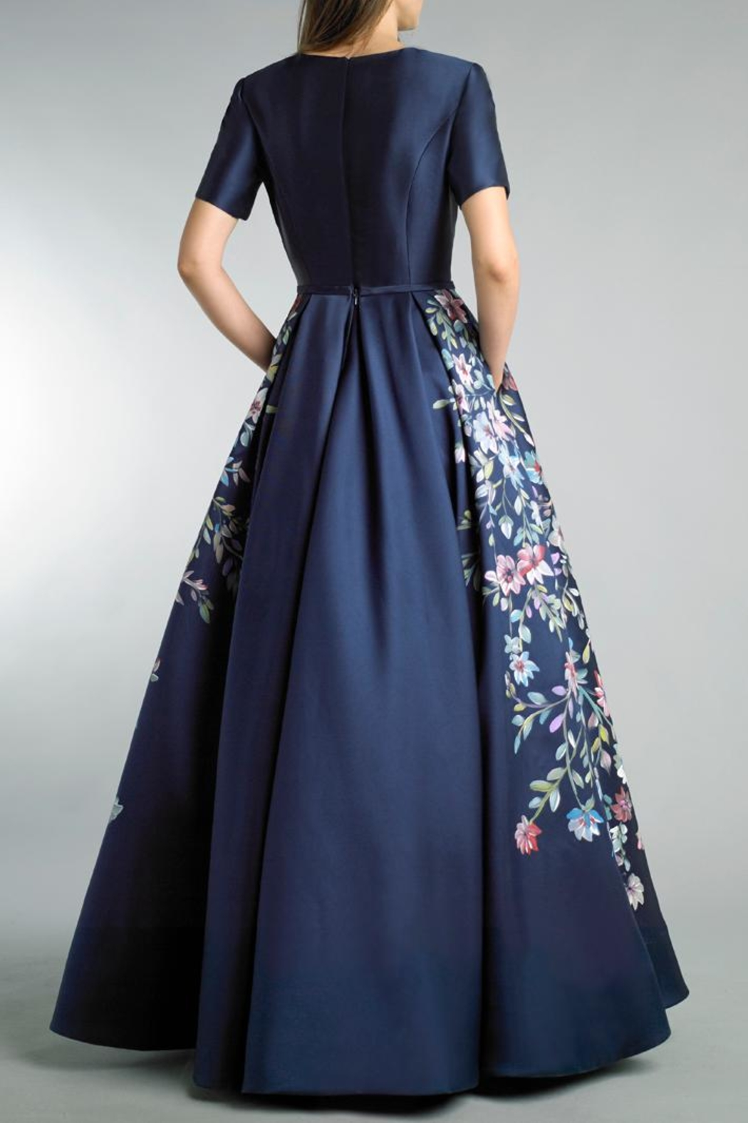 Basix Short Sleeve Gown - Front Full Image